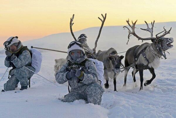 آیا جنگ جهانی سوم از قطب شمال آغاز میشود؟ / از شناور خاص آمریکایی تا موشکهای روسی آماده تسخیر اقلیم بدون پادشاه + تصاویر