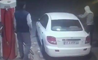 شکشتن شیشه خودرو به دلیل فرار راننده از پمپ بنزین + فیلم