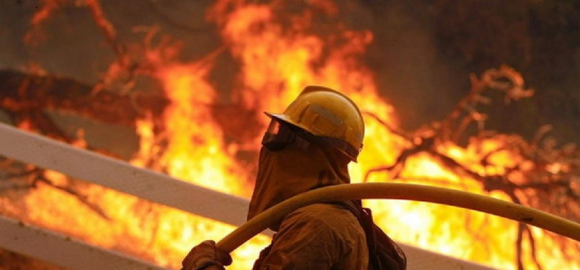 انبار لباس در چهارراه استانبول آتش گرفت
