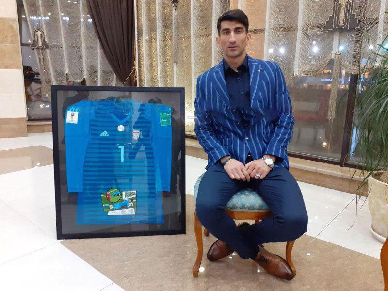 فروش پیراهن بیرانوند به نفع سیل زدگان استان لرستان + عکس