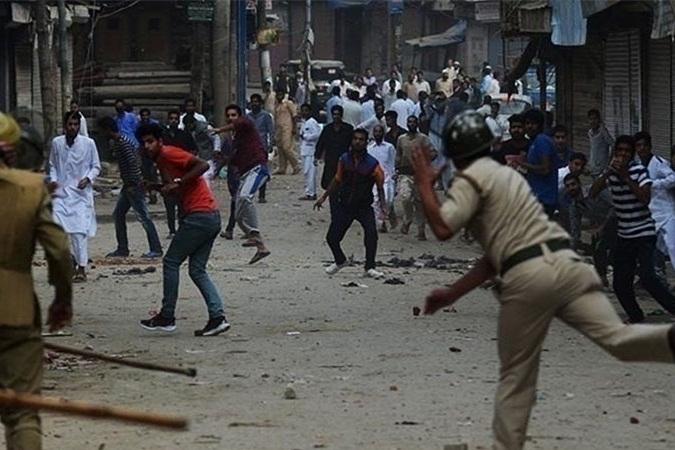 حمله پلیس هند به معترضان