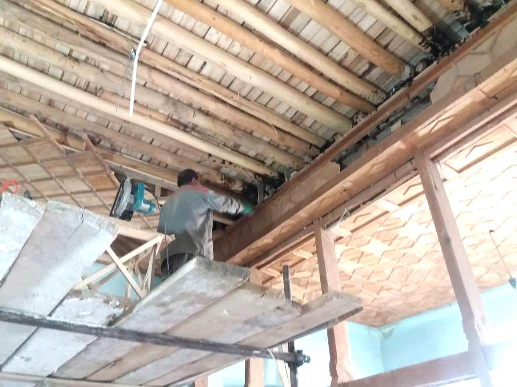 مرمت سقف چوبی سرای تاریخی فاتح نی ریز