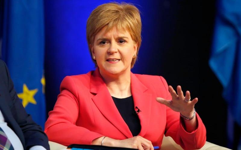 استورجن: جانسون باید با برگزاری همهپرسی در اسکاتلند موافقت کند