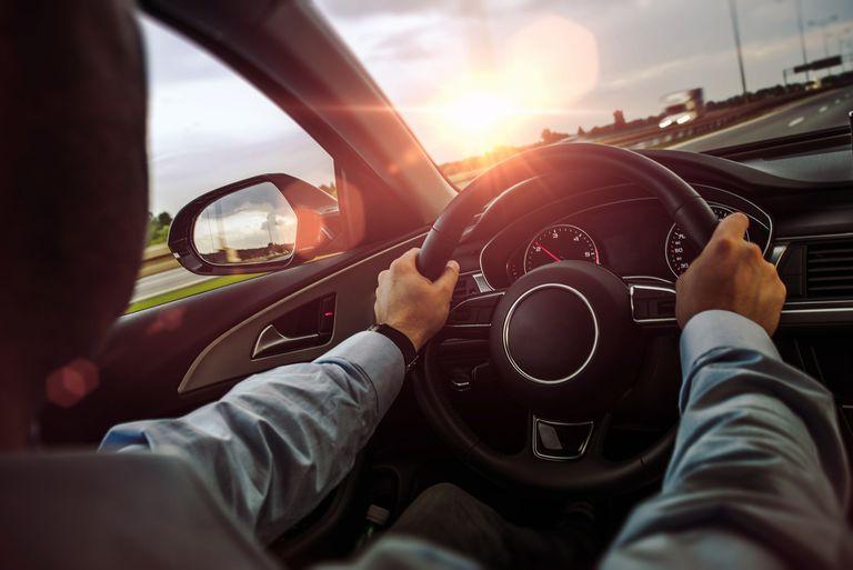 شما فرمان خودرو را چگونه در دست می گیرید؟