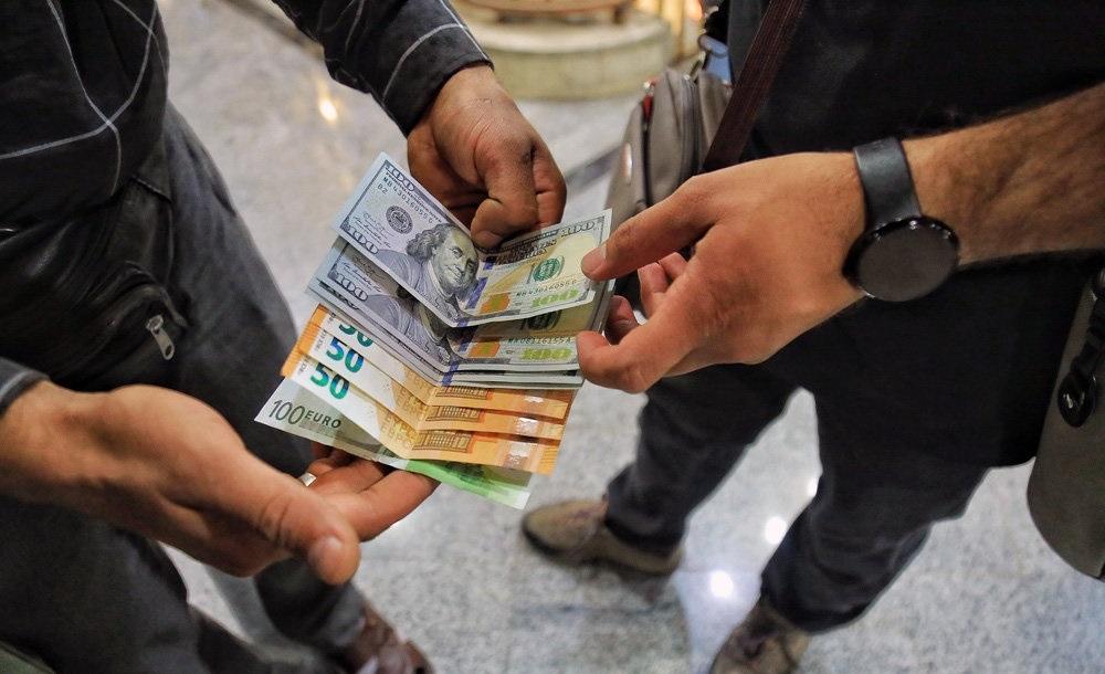 نرخ ارز در ۲۴ آذر / کاهش ۱۵۰ تومانی دلار و یورو