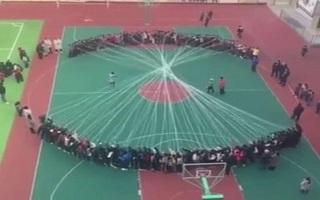 صحنه ای از طناب بازی جالب به سبک چینی