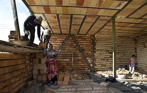 اتمام ساخت واحدهای تعمیراتی مناطق زلزلهزده تا ۲۲ بهمن/ ارائه ۸۰ میلیون تومان تسهیلات برای زلزلهزدگان آذربایجان شرقی