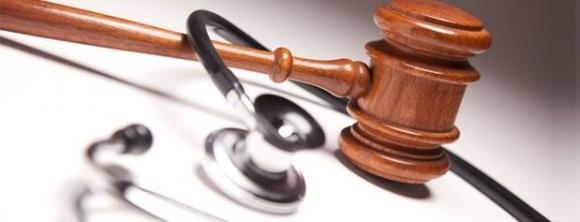 اخذ رضایت بیمار قبل از عمل جراحی، پزشک مقصر را تبرئه میکند؟
