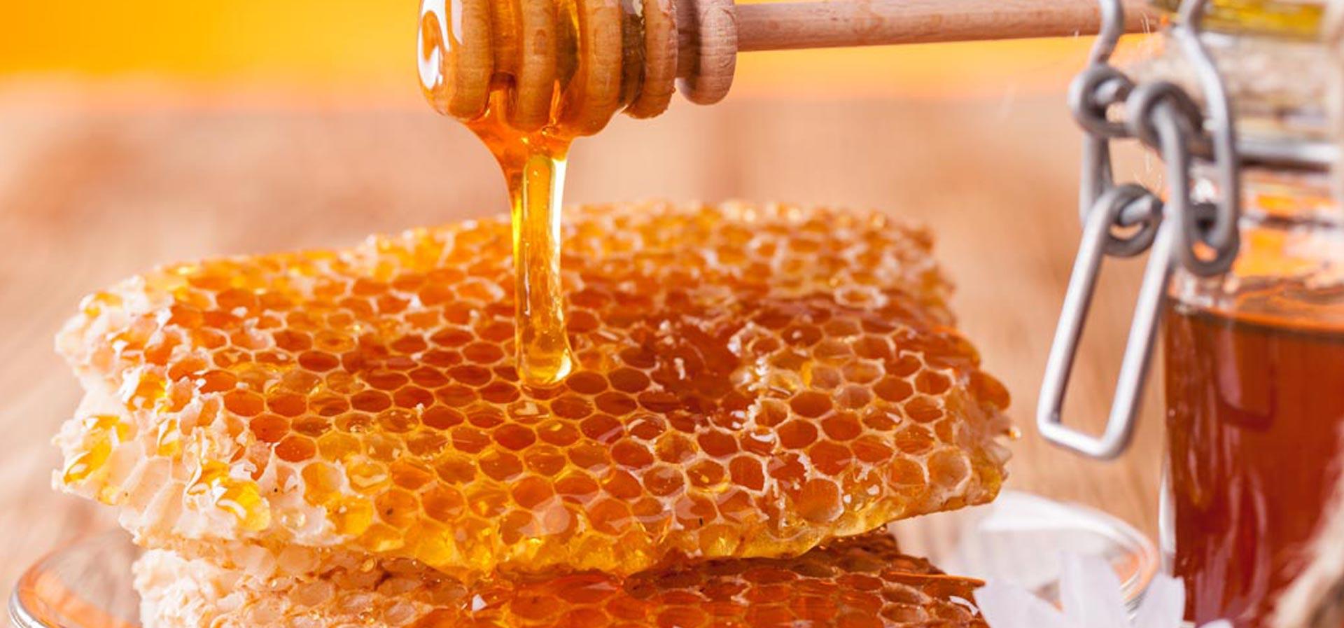 پاکسازی صورت با عسل