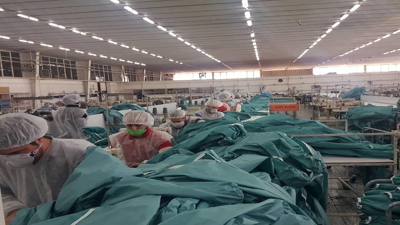 راه اندازی خط تولید لباس های گان توسط همرزمان مدافعان سلامت
