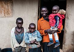 وقتی زوج کنیایی نام فرزند خود را علی خامنهای میگذارند + فیلم