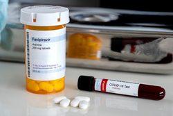 تولید داروی فاویپیراویر در سه شرکت داروسازی/ ورود ماده اولیه ایرانی تا ۲ ماه آینده به بازار