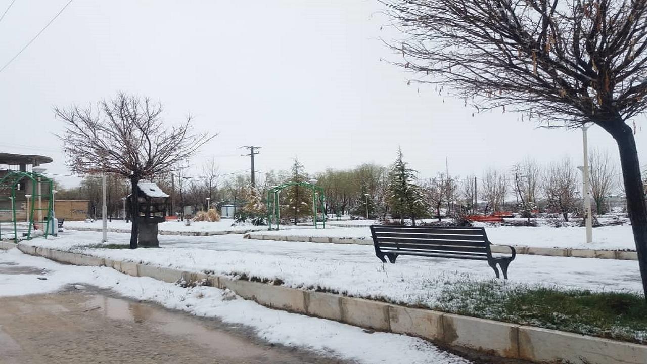 تصاویر برفی در فارسان در سومین روز از بهار