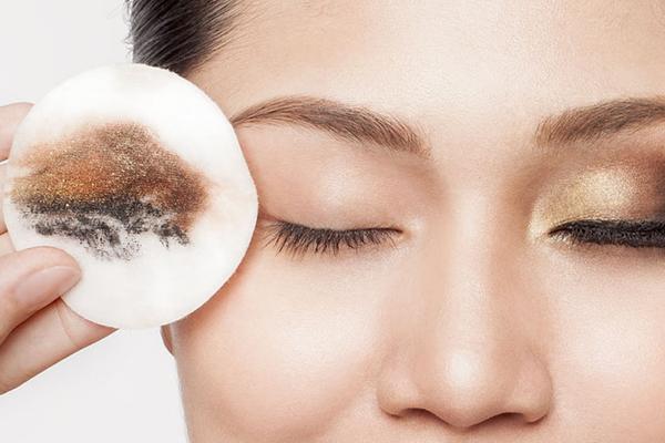 پاک کنندههای طبیعی آرایش و بدون مواد شیمیایی