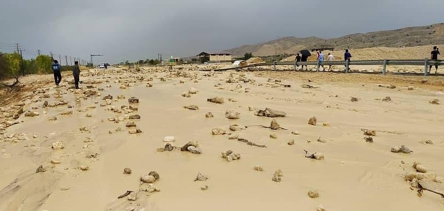 بارش بیش از ۱۲۰ میلیمتر باران در کنگان/ طغیان رودخانه و آبگرفتگی معابر در کنگان و دیر