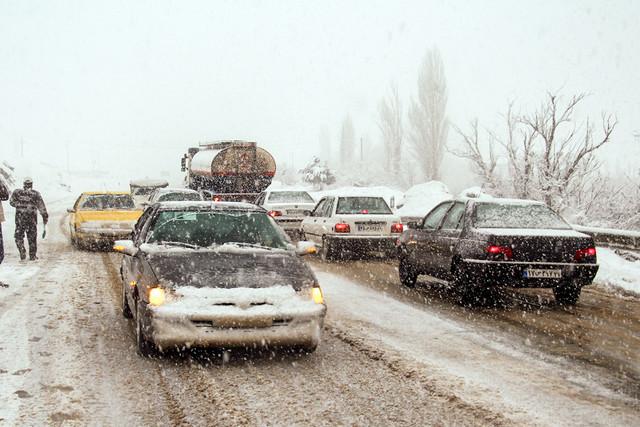 محورهای مواصلاتی استان همدان در برف و کولاک