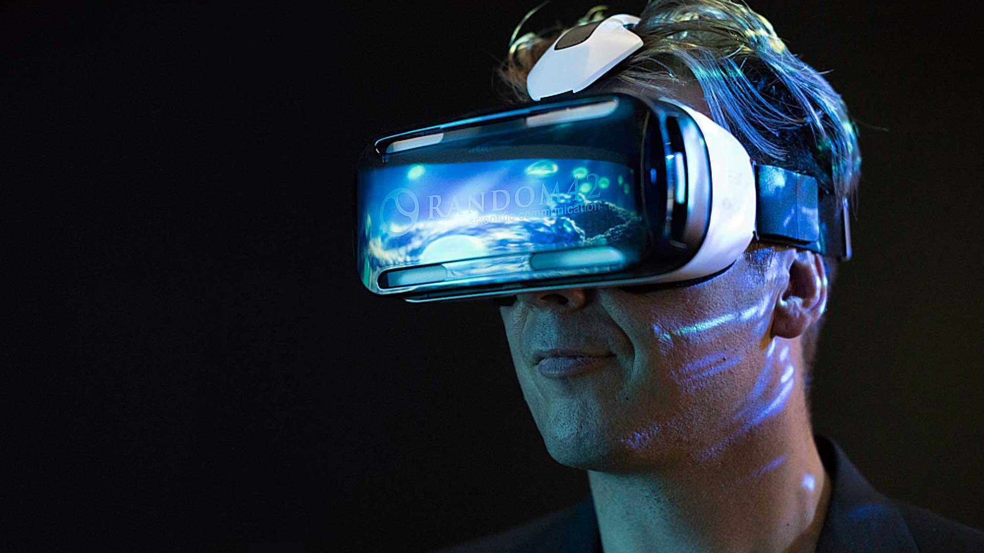 واقعیت مجازی چیست و چطور اختراع شد؟