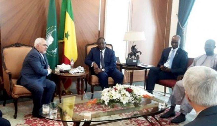 در سفر با وزیر خارجه از داکار تا کشور هزار دریاچه چه گذشت؟