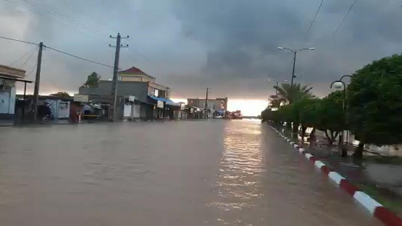 جاری شدن سیلاب در خیابانهای زهکلوت کرمان + فیلم