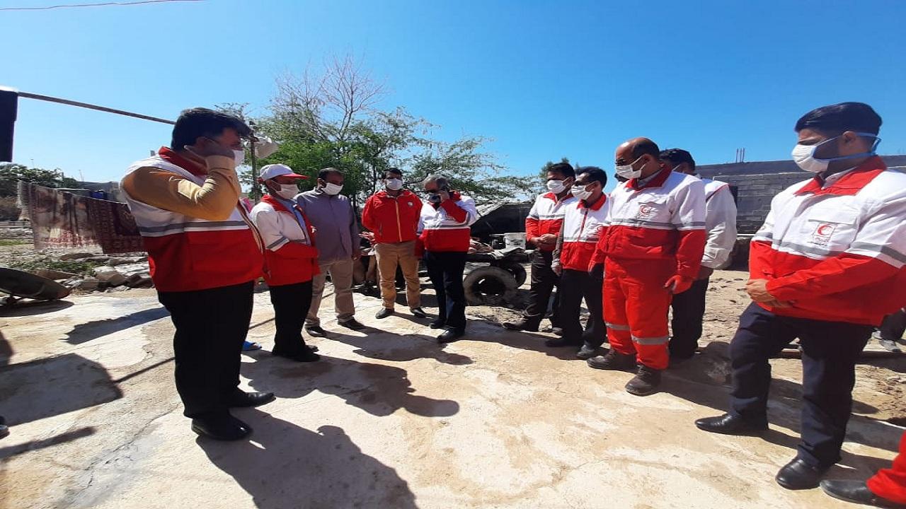 دبیرکل جمعیت هلال احمر سرزده از مناطق سیل زده کنگان بازدید کرد