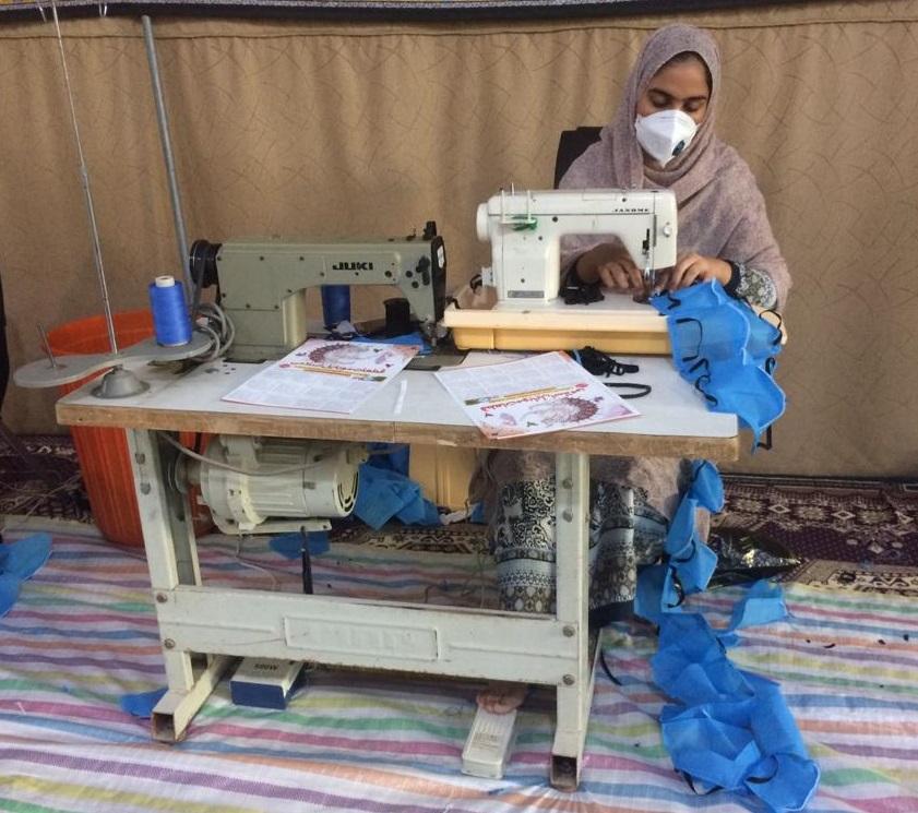 بانوان داوطلب مینابی ماسک رایگان تولید میکنند + عکس