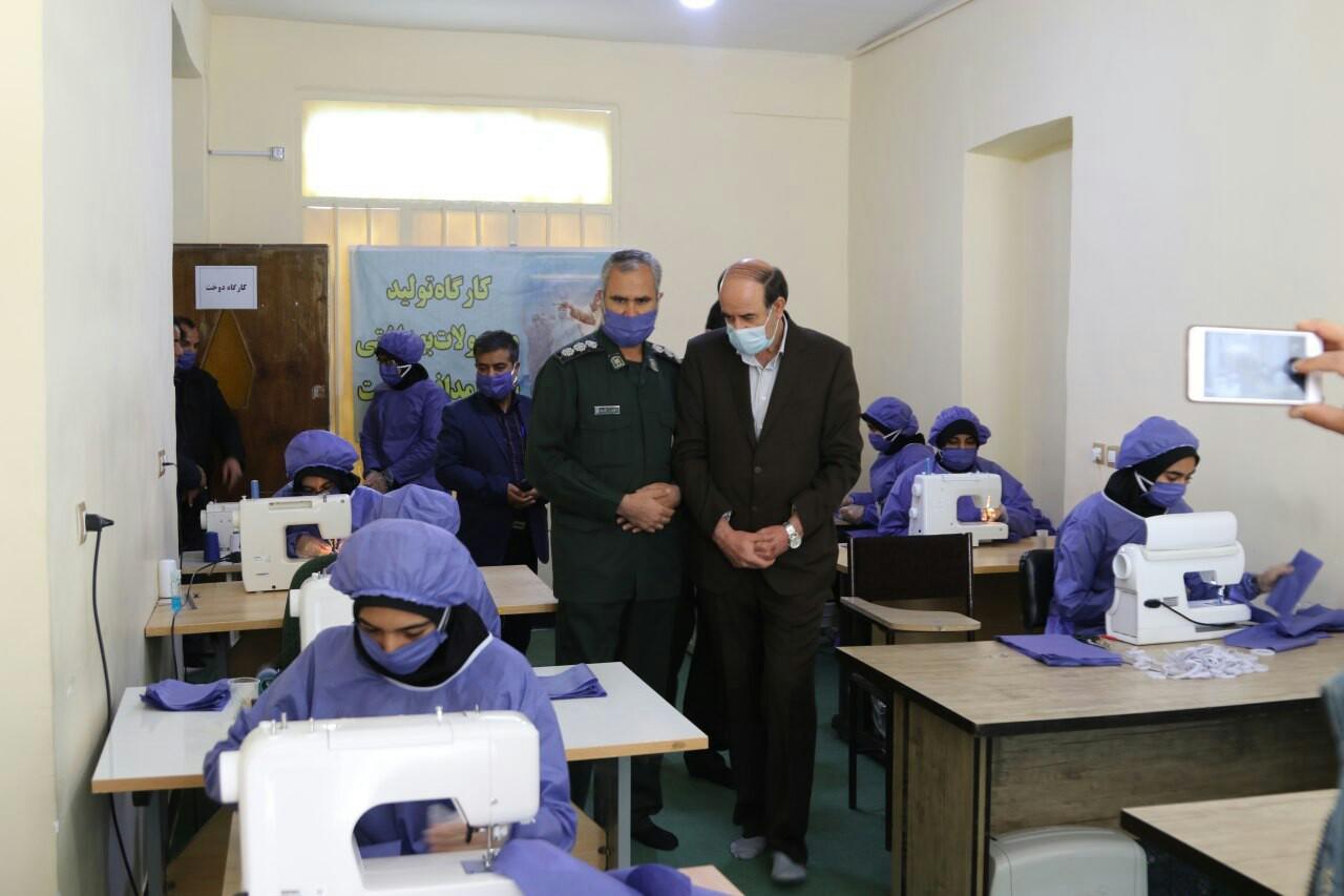 راهاندازی ۱۲ کارگاه تولید ماسک توسط بانوان بسیجی در زرند