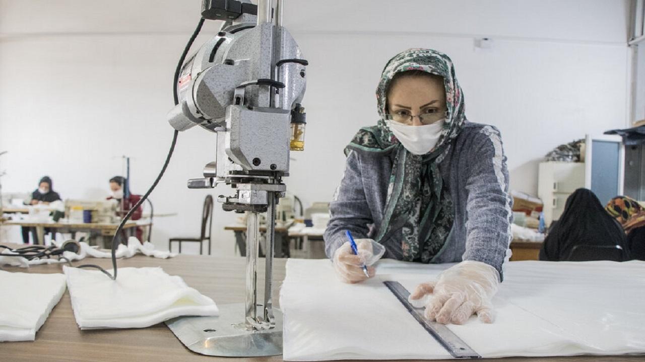 فعالیت ۴۰ کارگاه تولیدی ماسک در قرارگاه مدافعان سلامت