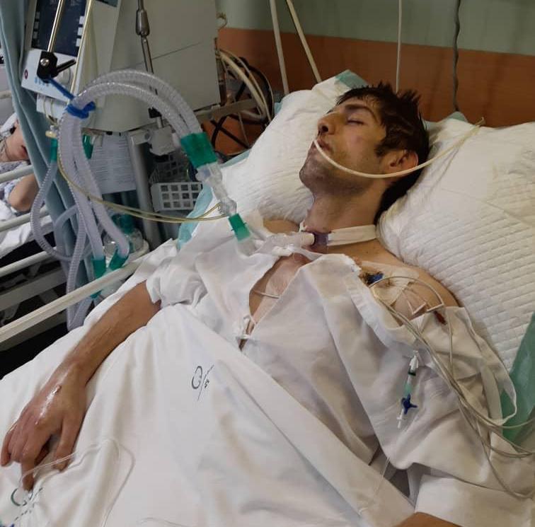 گلایه قاسمی از بی توجهی مسئولان نسبت به وضعیت درمانی برادرش/ قهرمان کشتی آسیا را به حال خودش رها نکنید
