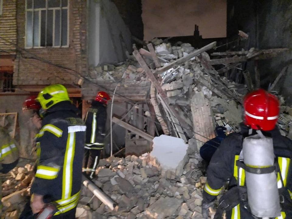 انفجار و آوار منزل مسکونی ۴ طبقه در  مشهد+ عکس