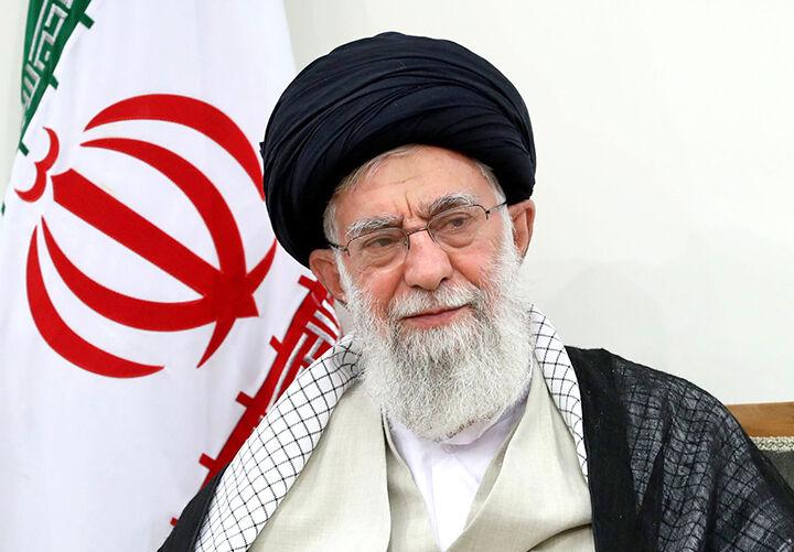 ماجرای اتومبیلی که هنوز در دست آیتالله خامنهای است / رهبری چرا در دوران تبعید لباس بلوچی میپوشیدند؟