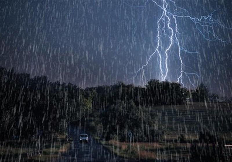 باران پر رعد و برق در همدان
