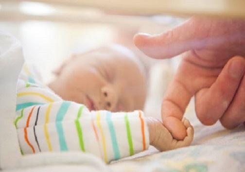 ۲ هزار و ۴۷۰ زوج اصفهانی چشم انتظار فرزندخوانده/هر ماه ۱۰ کودک بی سرپرست و بد سرپرست صاحب خانواده میشوند