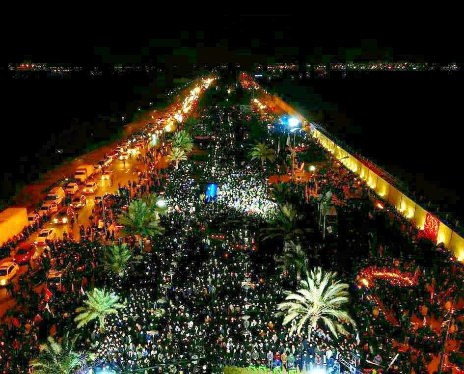 عکس هوایی از حضور پرشور دیشب مردم عراق در بزرگراه ابو مهدی المهندس