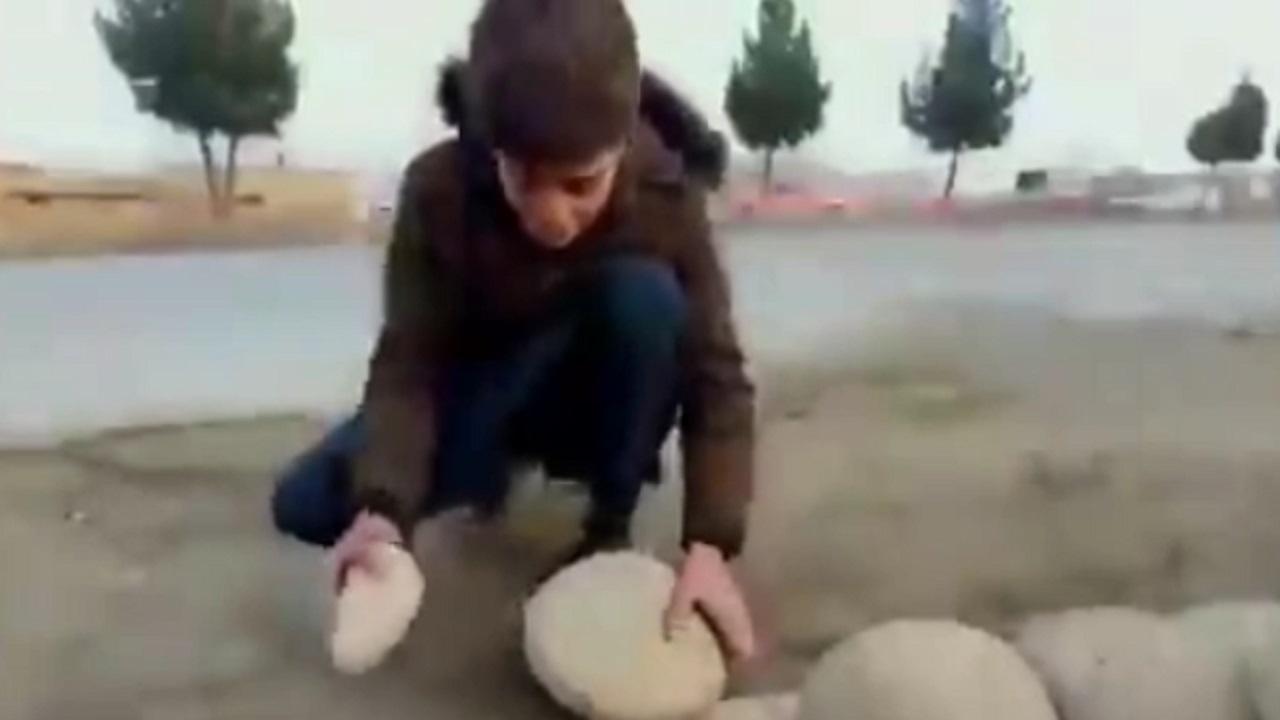 روش ابتکاری مردم افغانستان برای نگهداری تازه میوه ! + فیلم
