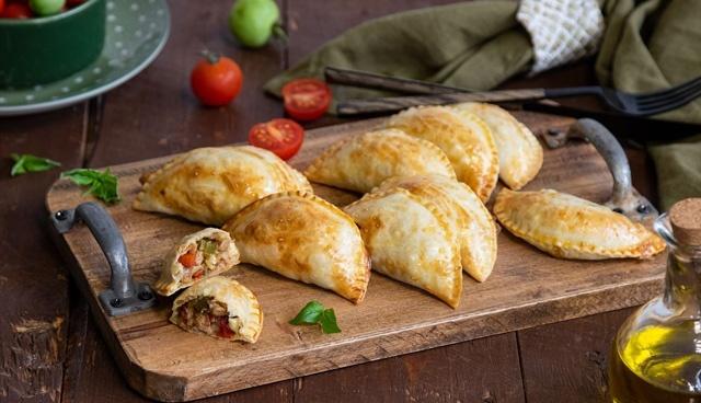 طرز تهیه نان مغزدار امپاندا؛ پیراشکی گوشت اسپانیایی با خمیر جادویی