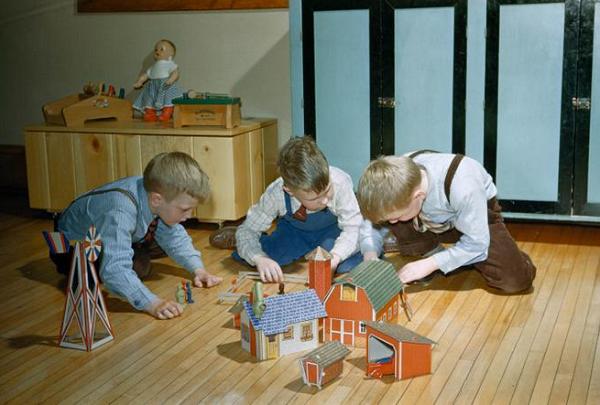 بازی کودکان نابینا با وسایل بازی در عکس روز نشنال جئوگرافیک