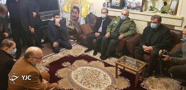 دیدار محسن رضایی با خانواده شهید مدافع حرم در رشت