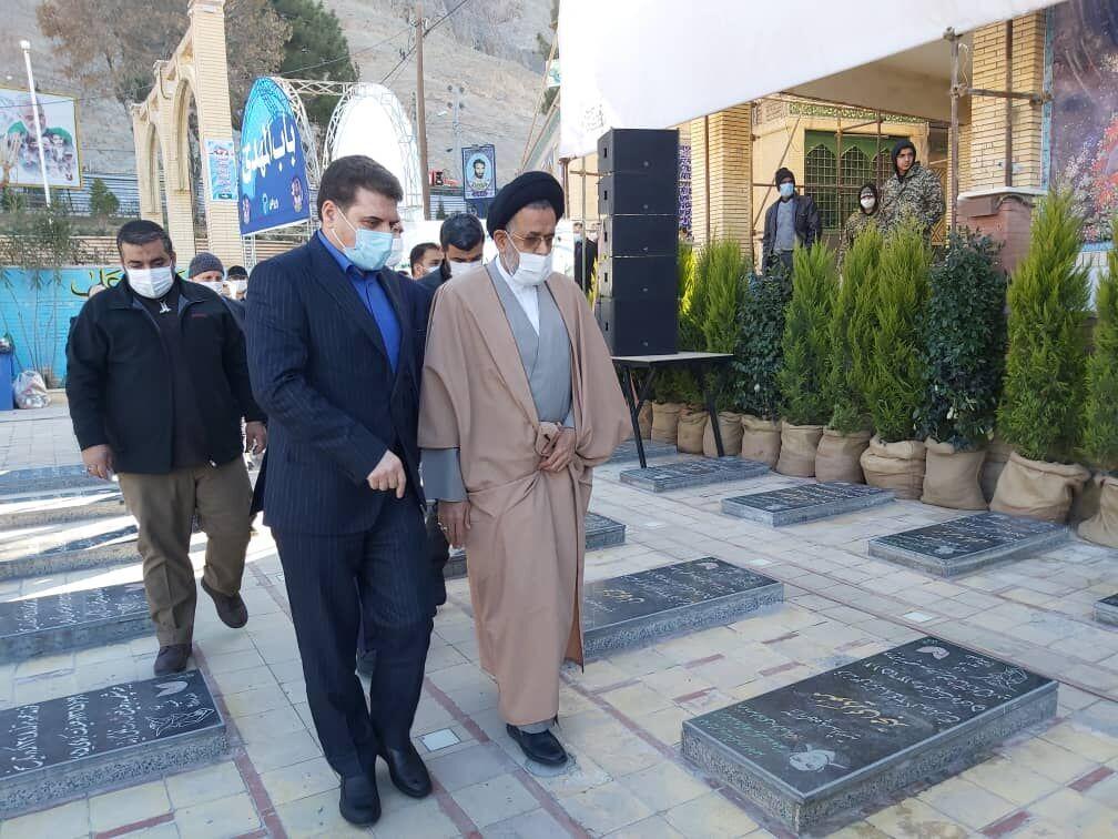 وزیر اطلاعات در گلزار شهدای کرمان