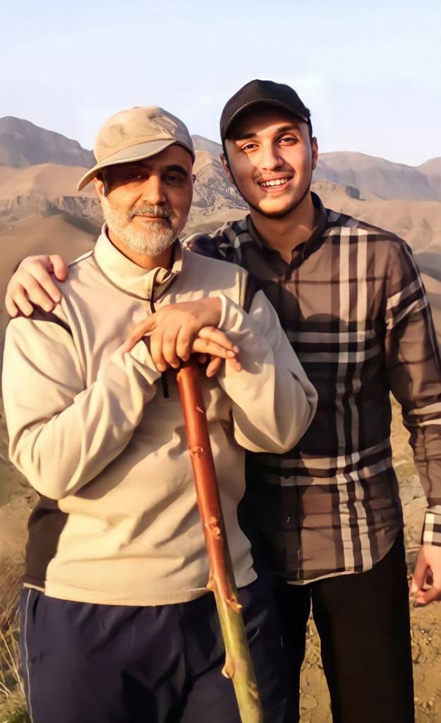 عکس خاطرهانگیز از شهید جهاد مغنیه در کنار شهید حاج قاسم سلیمانی