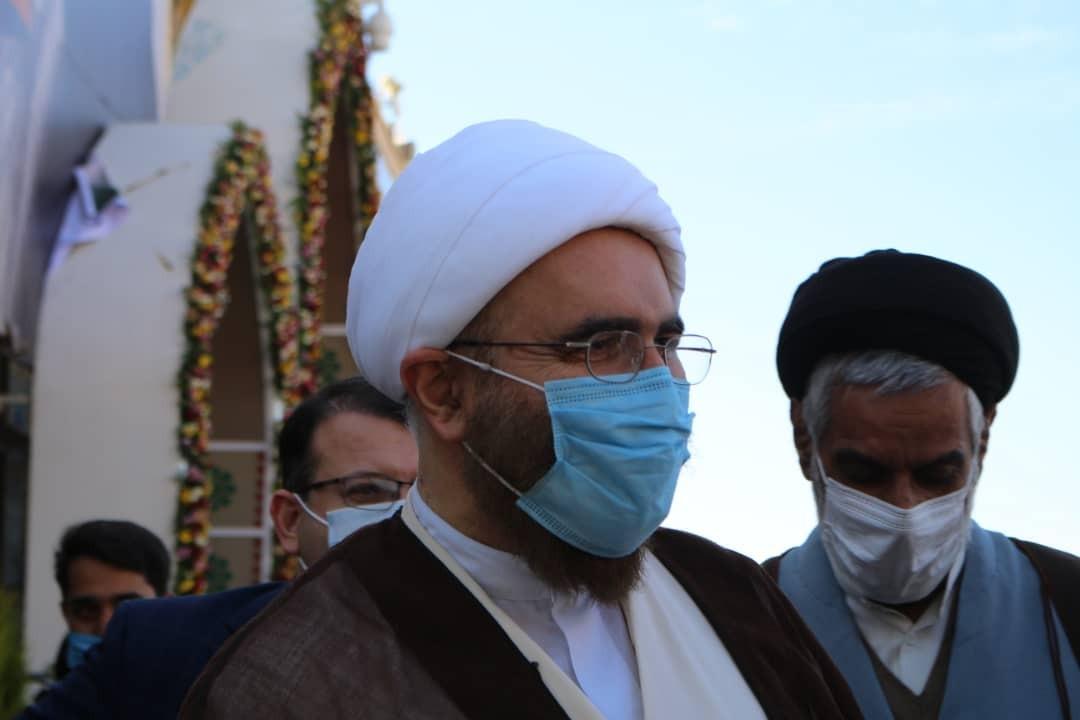 حضور امام جمعه موقت تهران بر مزار شهید سلیمانی