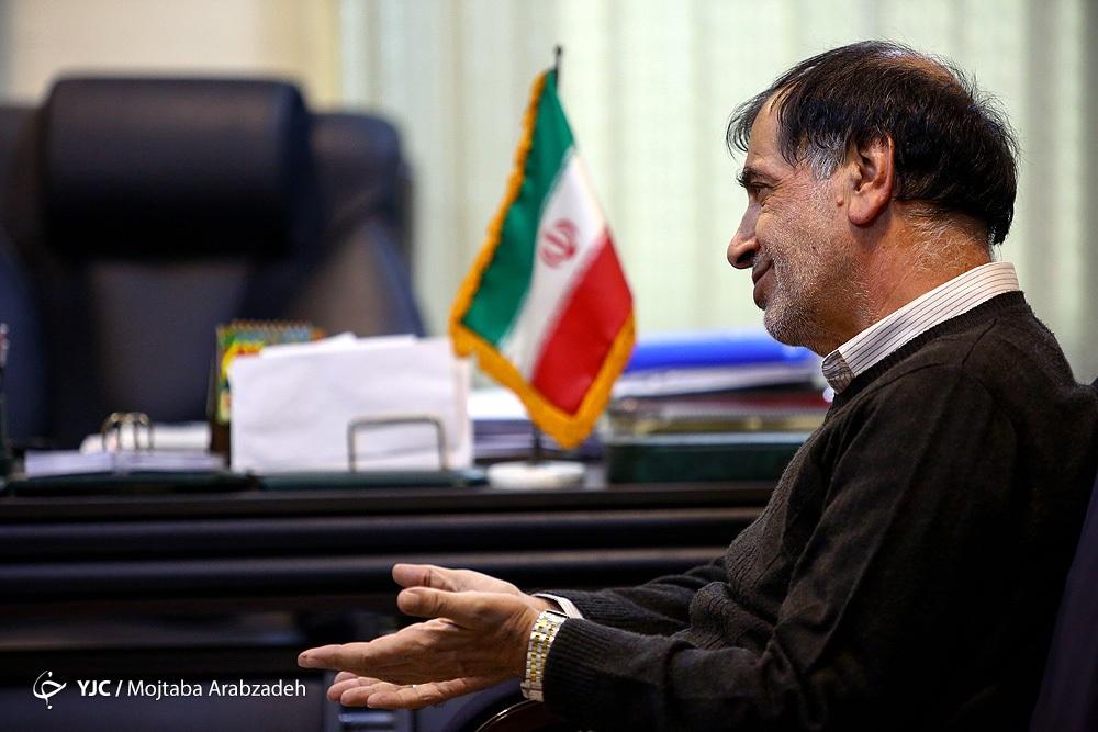 اصلاح طلبها در تشکیل ائتلاف از اصولگرایان بهتر نیستند/ برای احمدی نژاد و خودمان دعا میکنم که عاقبتمان ختم بخیر شود
