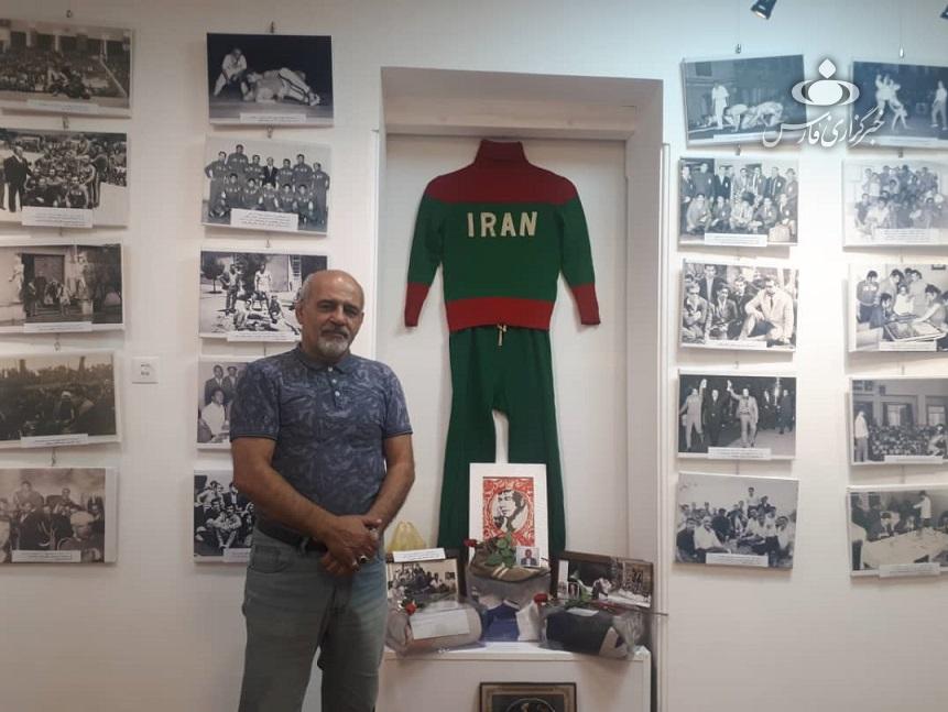 ردپای یک زن روسی در نمایشگاه عکس آقا تختی!/ اسکناسی که به عشق جهان پهلوان از «دوسلدورف» به تهران رسید