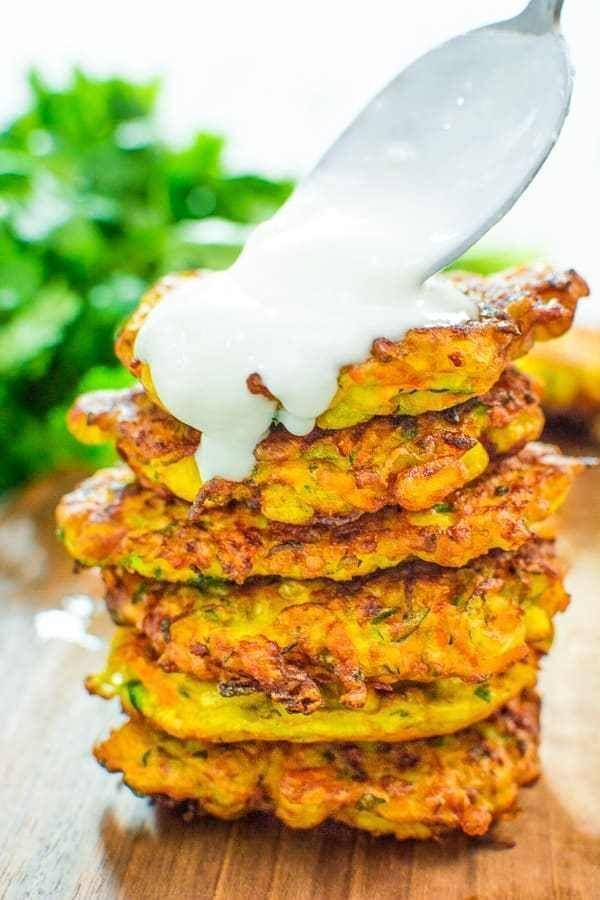 طرز تهیه مرحله به مرحله پنکیک سبزیجات با سس مخصوص