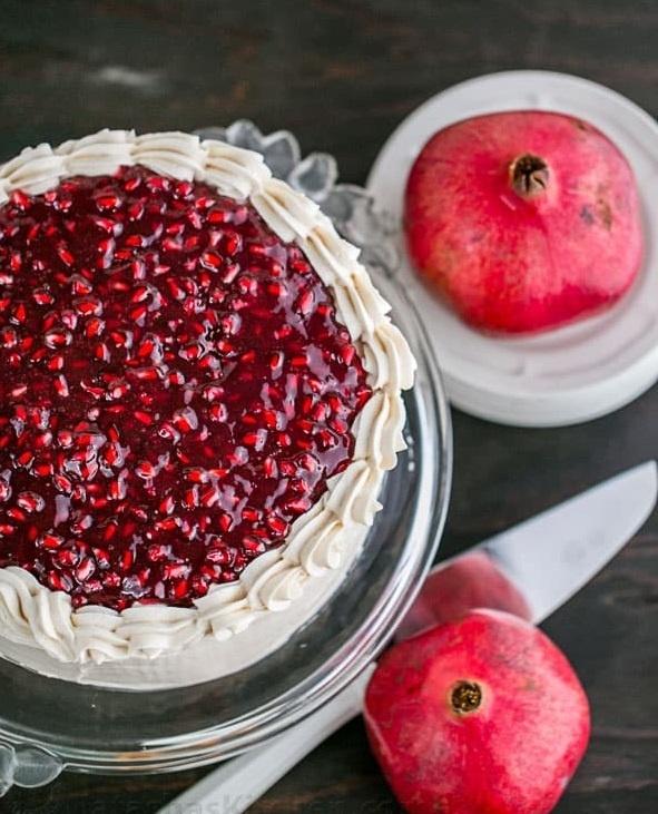 طرز تهیه مرحله به مرحله کیک تیرامیسو انار؛ خوشمزه و خاص