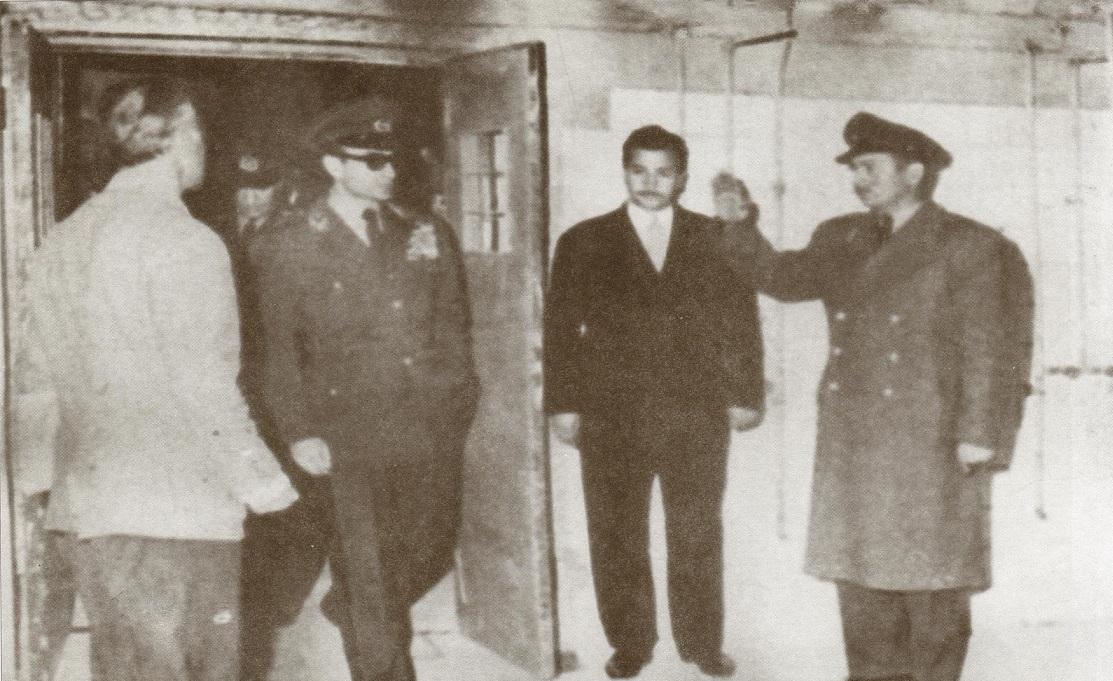 اعتراف فرح به اعتمادی که شاه به «عوضیها» داشت/ واقعاً یک سوم ایرانیها ساواکی بودند؟