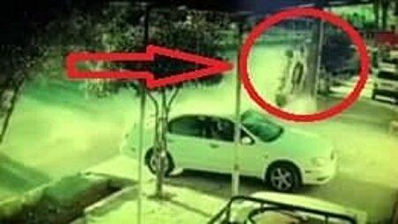 نجات معجزهآسای راننده از حادثهای وحشتناک در گچساران + فیلم
