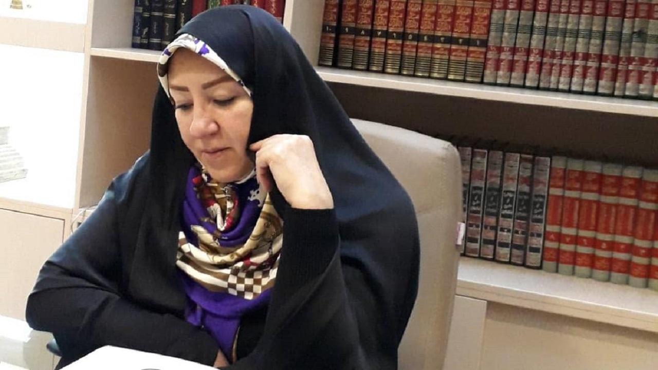 حضور زنان در جمعهای مردانه فرمایشی و نمایشی است/ صحبتهای شهید بهشتی در خصوص تشکیل احزاب زنانه