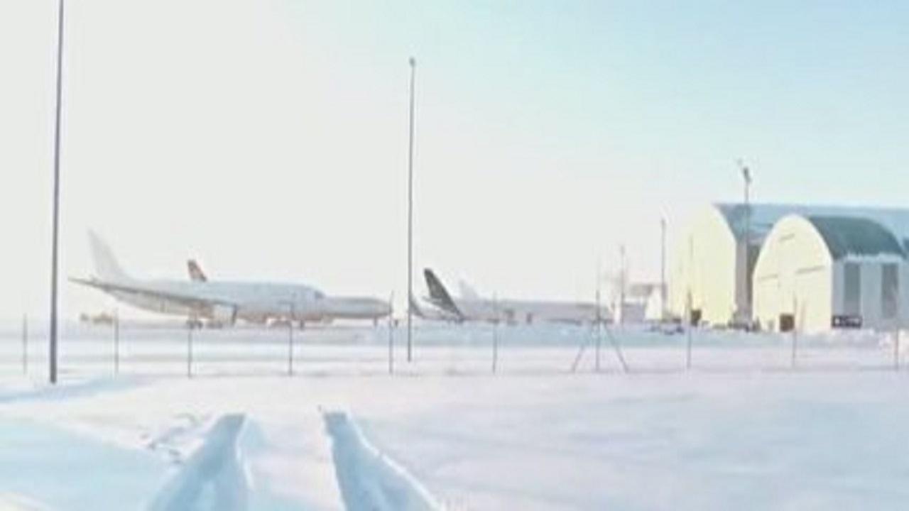 عملیات برف روبی در فرودگاه بین المللی تروئل در منطقه آراگون در شرق اسپانیا + فیلم