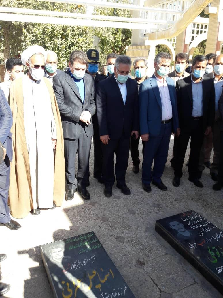 حضور استاندار کرمان در گلزار شهدای عنبرآباد