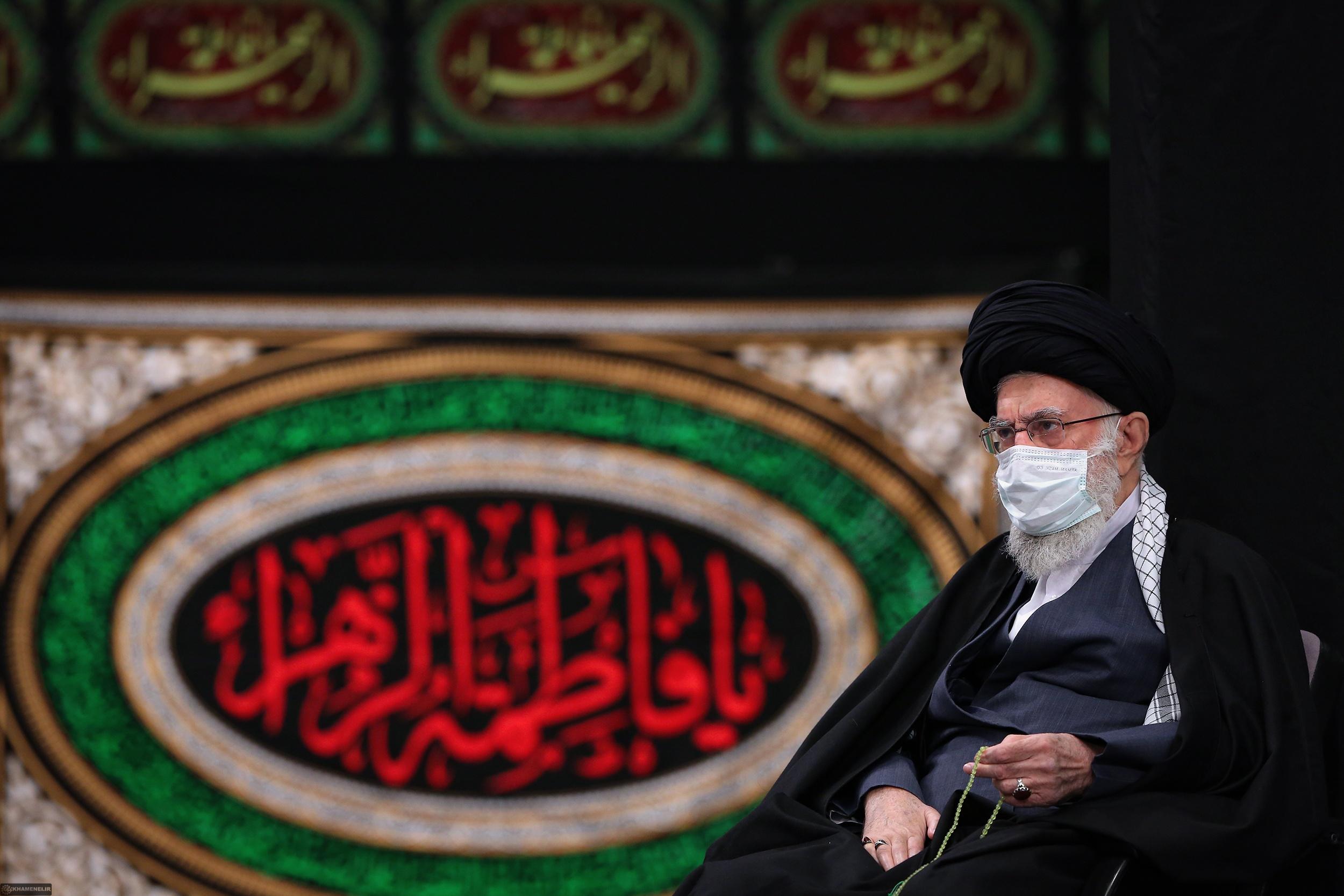تصاویر رهبر معظم انقلاب در دومین شب عزاداری ایام فاطمیه